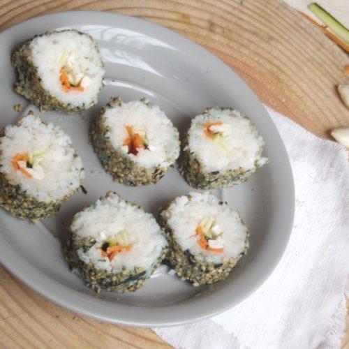 Assiette de makis vegans à la gomaline salée