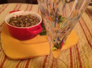 Crumble quinoa betterave servi dans un bol
