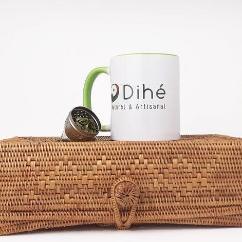 Tasse d'infusion de feuilles de moringa Dihé