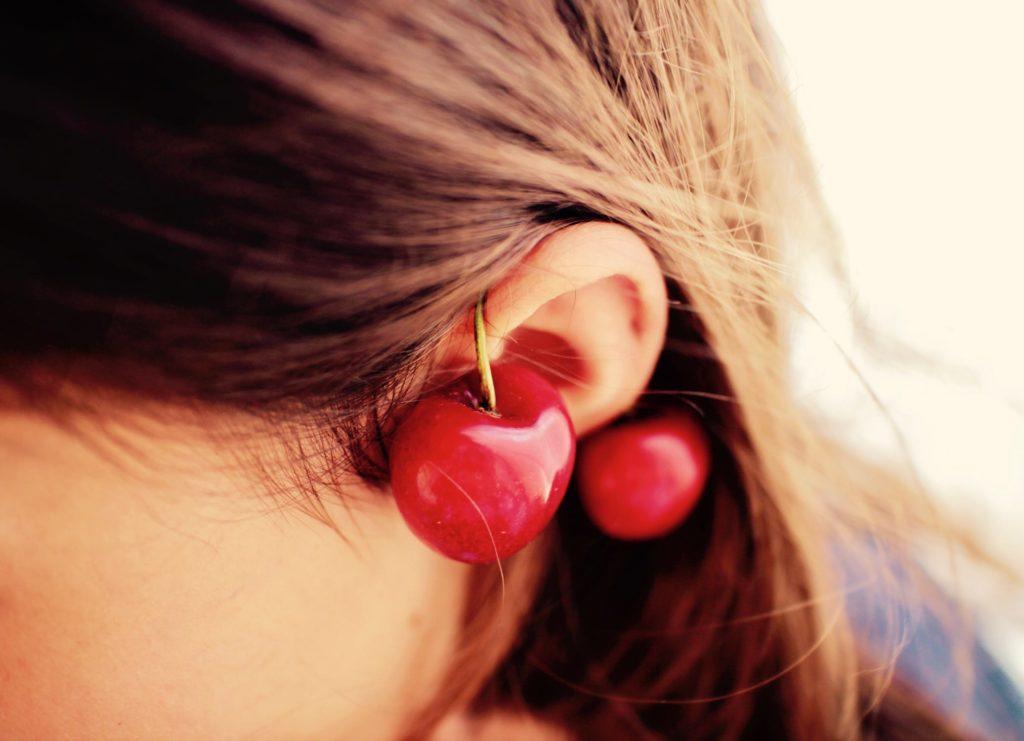 Photo d'une oreille obstruée par des cerises