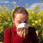 Photo d'une personne allergique au pollen