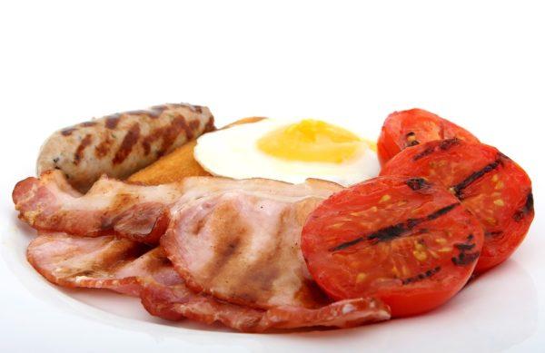 Photo d'une assiette d'aliments riches en vitamine B12