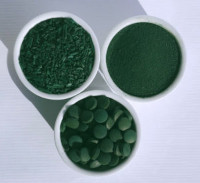 La spiruline sous ses différentes formes : poudre, paillette, comprimé